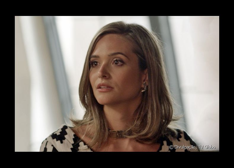 Para viver a nova fase de Cassandra, sua personagem na novela 'Totalmente Demais', Juliana Paiva mudou o visual, investindo no corte long bob e mechas loiras
