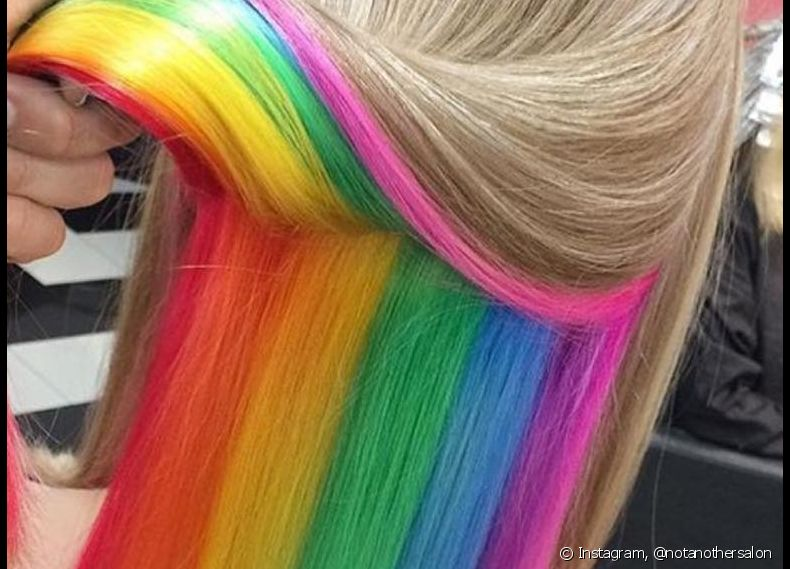 O hidden rainbow hair está bombando no Instagram