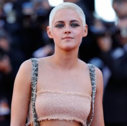 Festival de Cannes 2017: 24 fotos dos looks de Kristen Stewart e+ famosas no 1º final de semana do evento
