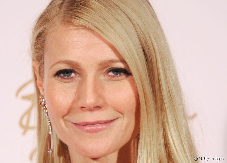 Amante de fios superlisos, a atriz Gwyneth Paltrow sofisticou o visual modelando as pontas