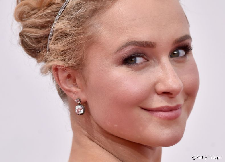 Hayden Panettiere escolheu o coque com topete para o red carpet