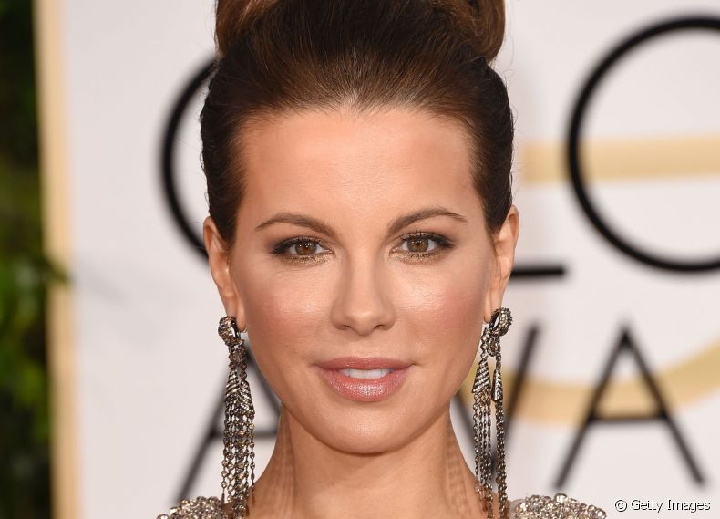 Coque alto sofisticado é aposta de Kate Beckinsale