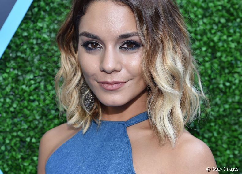 A atriz Vanessa Hudgens transformou radicalmente o visual, cortando as madeixas no hairstyle bob hair