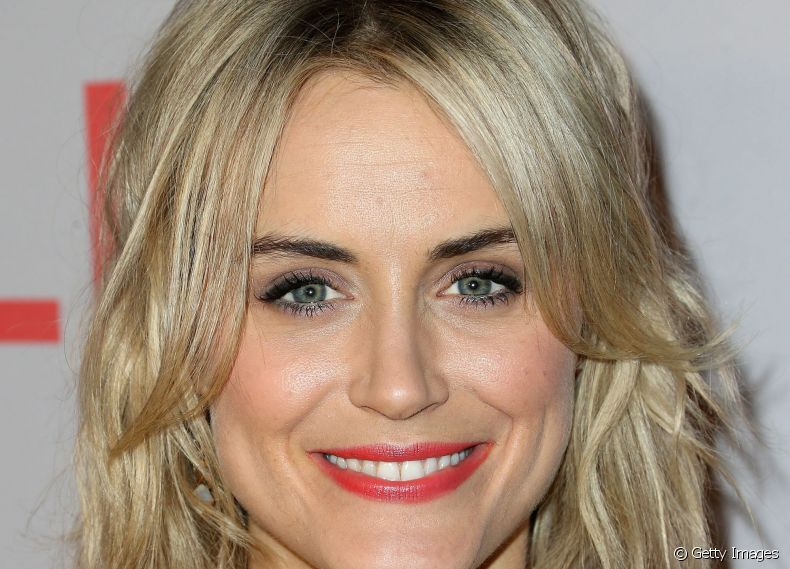 Para viver Piper Chapman na série 'Orange Is The New Black', Taylor Schilling entrou para o time das famosas adeptas do long bob com a parte da frente alongada e de trás mais curta.