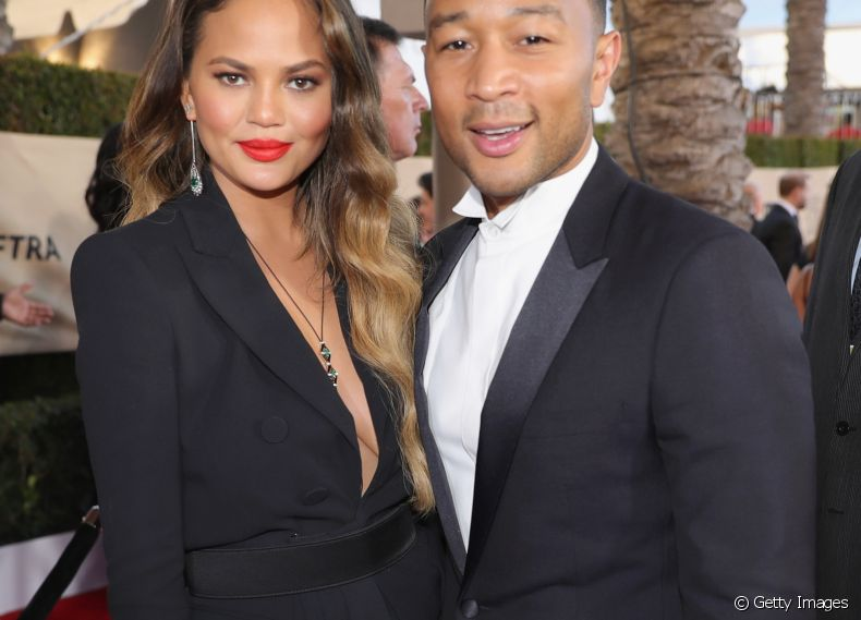 O casal John Legend e Chrissy Teigen no SAG Awards 2017