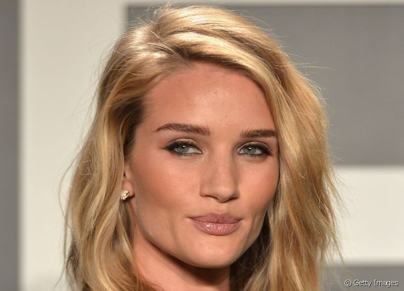 Rosie Huntington-Whiteley também aderiu ao long bob
