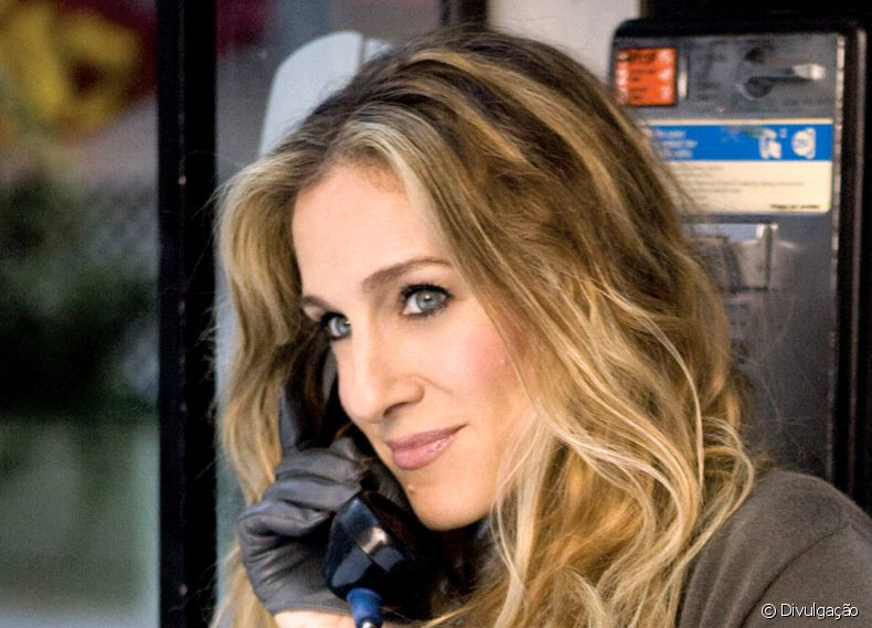 Carrie Bradshaw, interpretada por Sarah Jessica Parker em 'Sex and the City' possuía cabelos ondulados de dar inveja