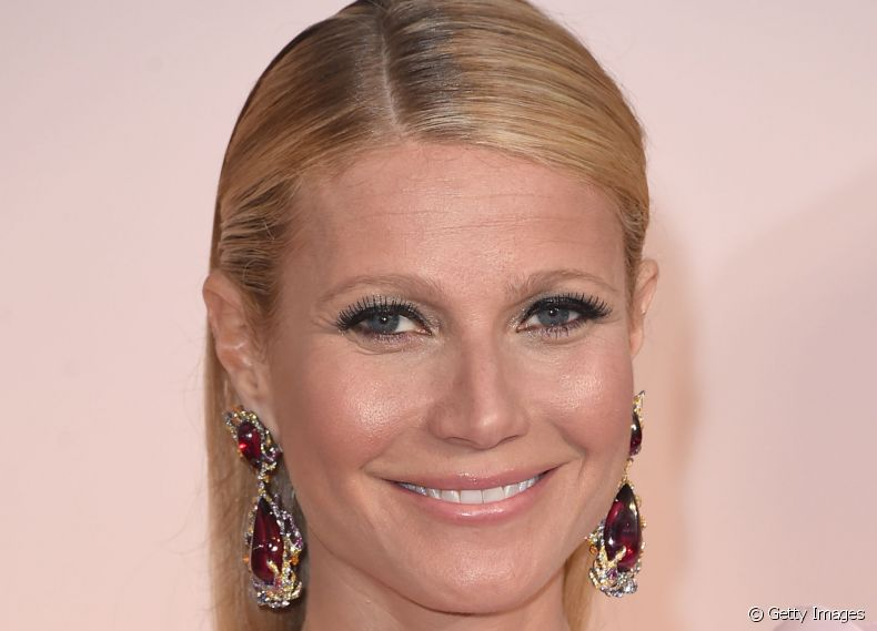 Gwyneth Paltrow investiu no wet look para o Oscar 2015