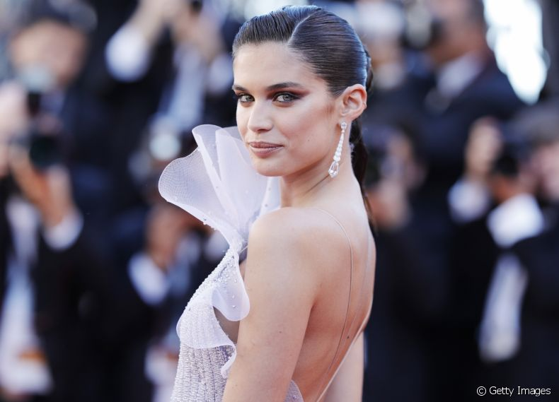 Inspire-se nos penteados da angel Sara Sampaio no red carpet de Cannes