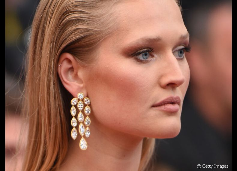 O sleek hair foi a escolha de Toni Garrn para o red carpet do Festival de Cannes 2018