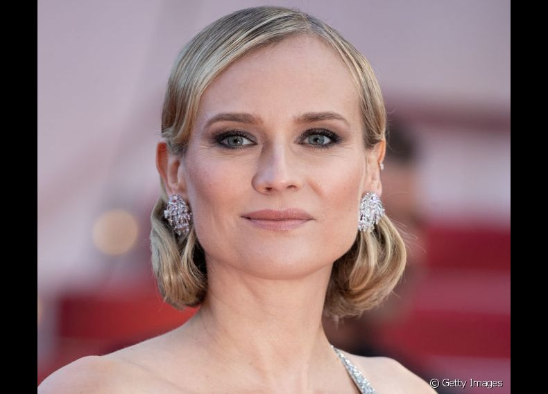 Diane Kruger escolheu um penteado com ondas largas modeladas e visual retrô para o red carpet do Festival de Cannes