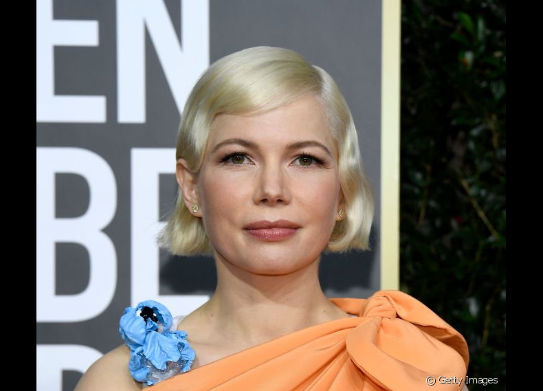 Michelle Williams apostou no corte bob reto com ondas retrô