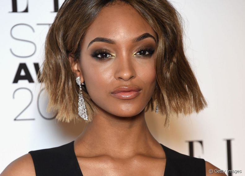 A modelo Jourdan Dunn optou pelo long bob liso e volumoso